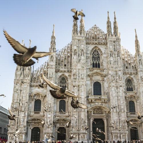 Katedralen ligger mitt i Milano.