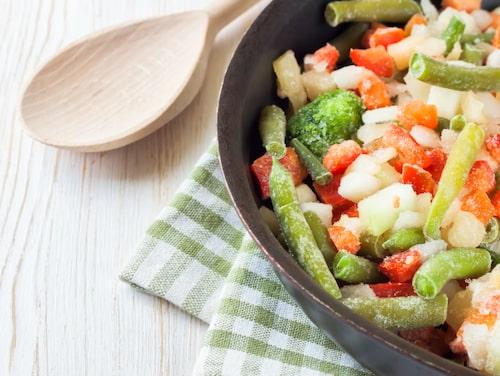 Frysta grönsaker är jättebra menar Fredrik Paulún