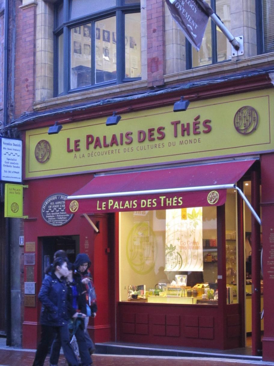 LE PALAIS DES THÉS<br><strong>Den perfekta tebutiken</strong><br>Liksom i England finns i Irland en stark tekultur, och vill du passa på att köpa te på plats är den här butiken perfekt. De har ett otroligt utbud av olika tesorter och bjuder dig gärna på en värmande kopp.<br>31 Wicklow street<br>