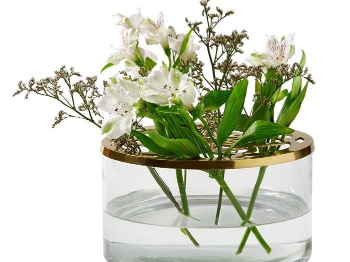 Den smarta vasen från Mio gör att snittblommorna står som de ska.