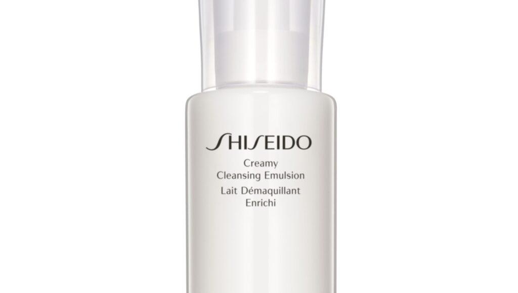 """<p><strong>Creamy cleansing emulsion, 495 kronor, Shiseido</strong></p><p>Krämig och underbart len rengöring som passar en känslig hy som inte har för mycket makeup eftersom man behöver gnugga mer än en gång för att få bort mascararester. En fördel är att rengöringen kan appliceras med en bomullspad, om man saknar vatten. Mild doft och snygg förpackning.</p><p><exp:icon type=""""wasp""""></exp:icon><exp:icon type=""""wasp""""></exp:icon><exp:icon type=""""wasp""""></exp:icon><exp:icon type=""""wasp""""></exp:icon></p>"""
