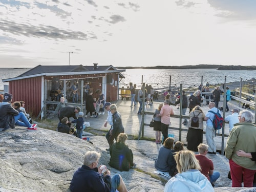 Dans på Brännö brygga.