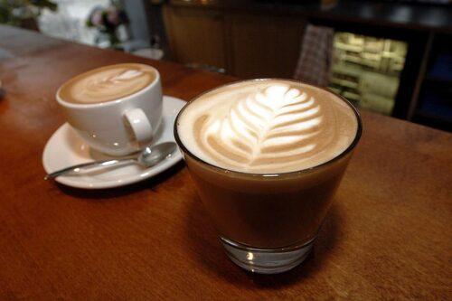 Kaffe latte må vara gott men innehåller många tomma kalorier.