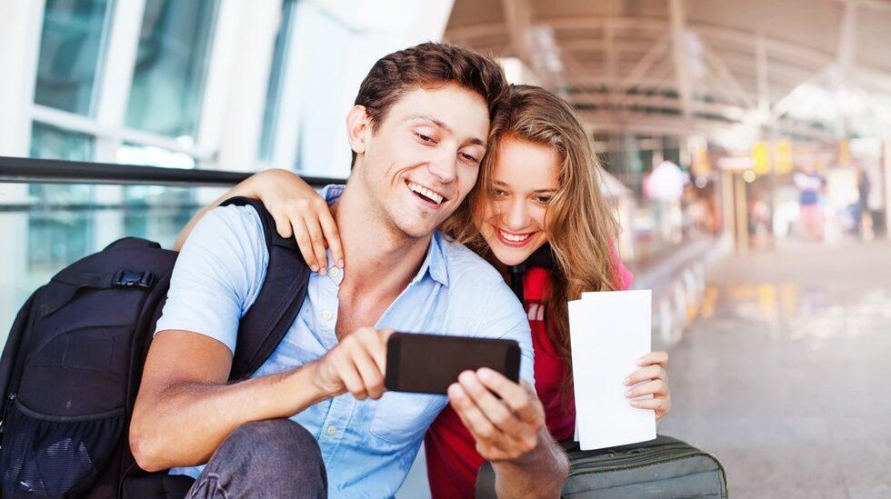 Forskare  ser en trend i att fler unga personer planerar att ta ledigt från jobbet för att resa när man är mitt i livet.
