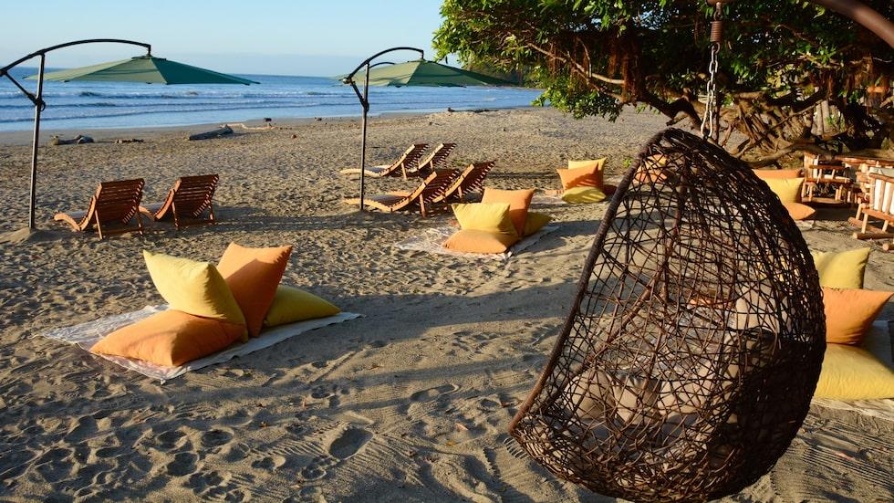 Den lilla fiskebyn Sámara har milsvida stränder som pryds av kokosnötter och solstolar.