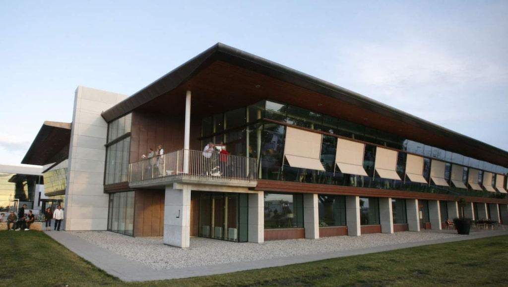 Ett mord beågs i en hiss på Wisby Strand Congress & Event i Visby.