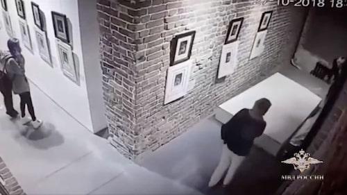 Bild från övervakningskamera från museet i Jekaterinburg.