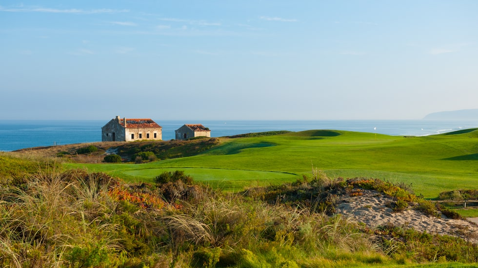Praia d'El Rey är ett mästerverk med djupa bunkrar och ondulerade greener.