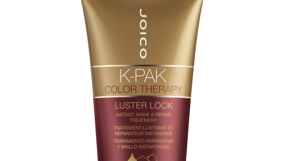 <p>Oljor, inpackningar och produkter som lugnar och återfuktar gör håret mindre flygigt. En bra investering är den här prisbelönta hårkuren vars vårdande oljor, soja och alger gör att håret blir friskt, starkt och glansigt. <br></p><p>K-pack color therapy, 360 kronor/140 ml, Joico, lyko.se</p>