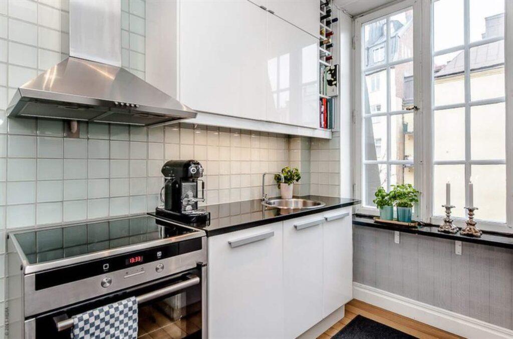 Köket är litet – men otroligt snyggt.