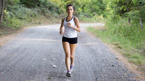 Det finns ett samband mellan motion och bättre psykisk hälsa, men betyder det verkligen att det funkar vid PMS?
