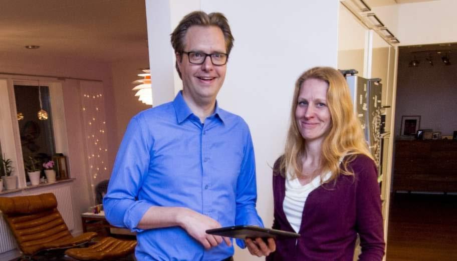 """Uppfinningsrikt. Henrik och Jenny Ekblads hem har massor med smarta funktioner. """"Vissa funktioner kan jag styra via mobilen, men poängen är att saker och ting ska ske per automatik"""", säger Henrik."""