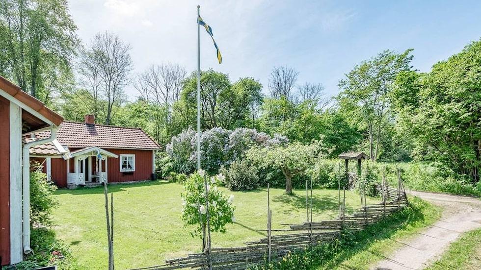 Husen ligger utanför Sköllersta, Hallsberg.
