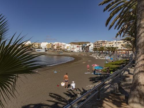 Playa Las Marañuelas ligger väl skyddad i en halvlagun.