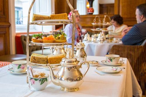 Ett afternoon tea är ett Londonmåste, men välj tesalong med omsorg - och kom ihåg att de mest populära teserveringarna måste bokas veckor i förväg.