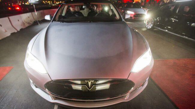 Nya modellen. Här testkörs nya modellen Tesla S för ett par veckor sedan i Kalifornien.
