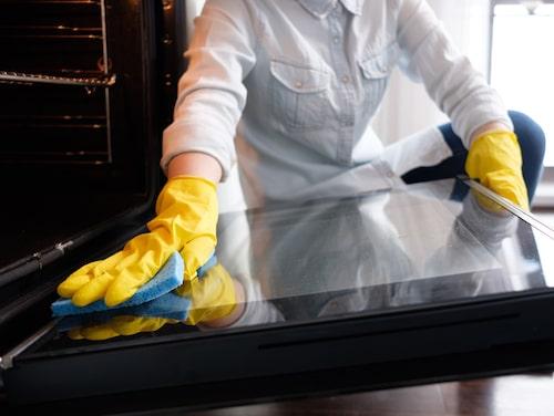 Bikarbonat och ättika är utmärkta rengöringsmedel för din ugn.