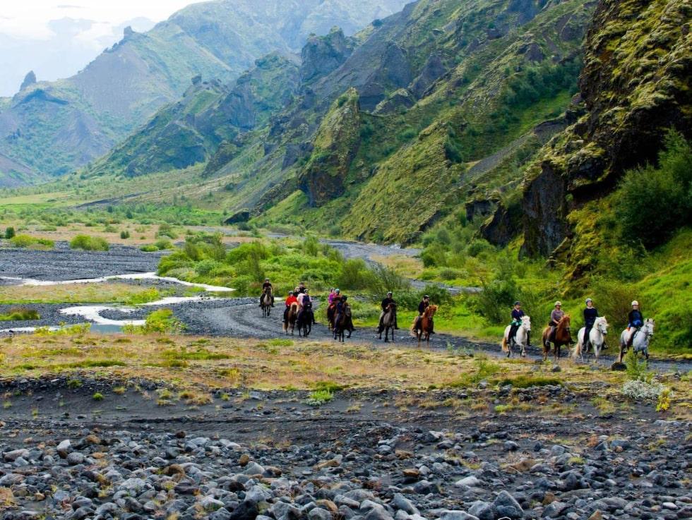 Lilla Island är knökfullt av äventyr i magiska miljöer.