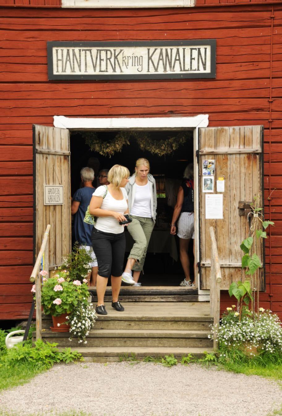 Längs kanalen finns mysiga butiker, bed and breakfast och restauranger.