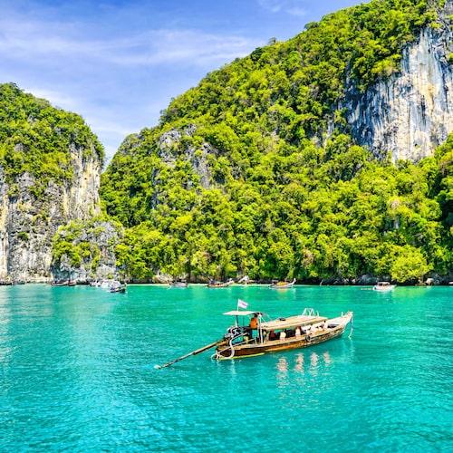 Få en ljuvlig utflyktsdag till havs med en egen båt.