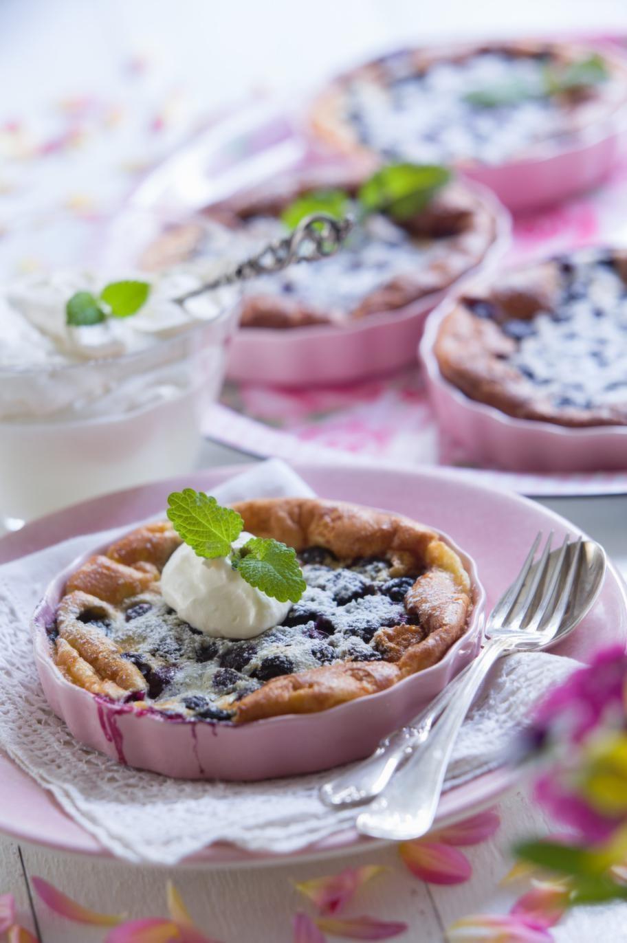 Clafoutis med blåbär och citron.En finare ungspannkaka i portionsform med odlade blåbär smaksatta med citron.