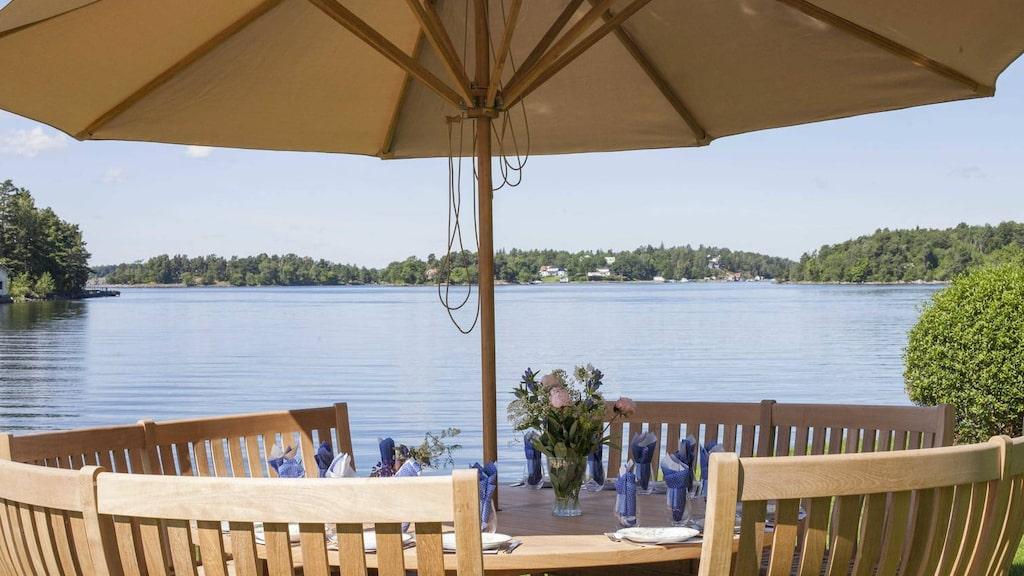 Att inta sin frukost här vid vattnet tycker nog de flesta skulle vara trevligt.