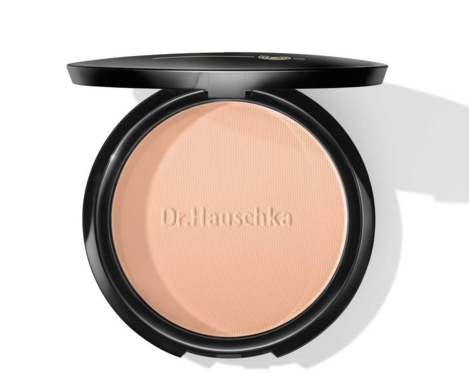 Fördjupa färgen<br>Förstärk din nya solbränna med bronzingpuder. Använd i stället för rouge och borsta även på lite på nyckelbenen för snabb och snygg effekt. Bronzer, Dr Hauschka, 269 kronor, drhauschka.se.