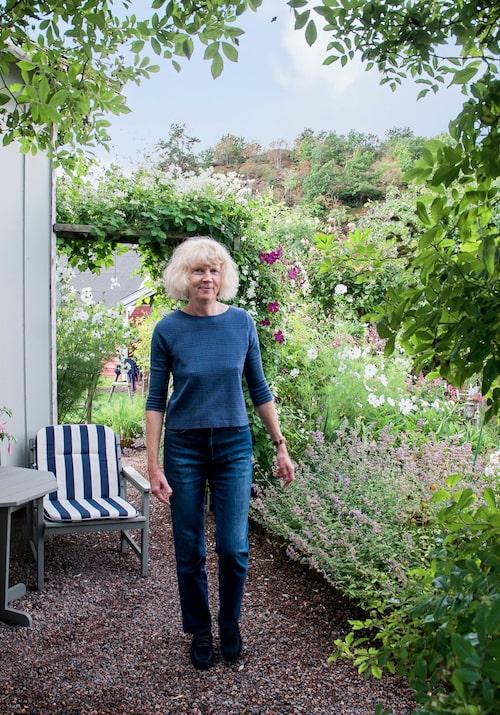 Ulrika jobbar gärna i sin trädgård. Att det finns mycket att göra är inget som besvärar henne.