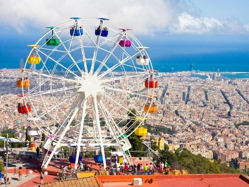Från Barcelonas högsta berg har man strålande utsikt över staden. Dessutom erbjuds här nostalgisk njutning via nöjesparken som varit sig lik sedan öppningen 1901.