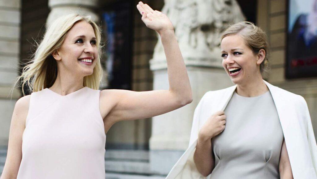 """<p>Emilia de Poret och Ebba Kleberg von Sydow vill ge alla som känner sig lite osäkra i sin personliga stil hjälp på traven med sin bok """"Säker stil"""".</p>"""