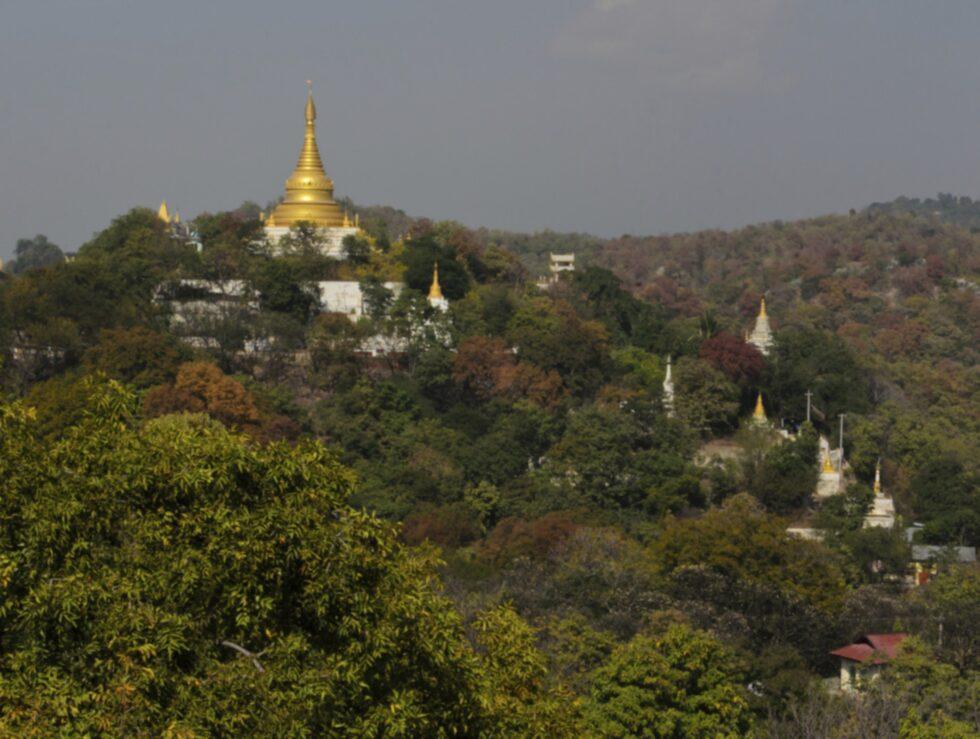 Njut av utsikten över Sagaing Hills.