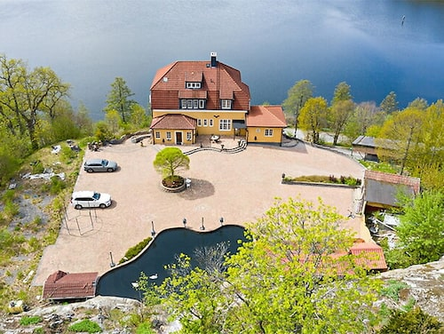 """""""Chateau Eagle Mountain"""", som Leif-Ivan Karlsson kallar sitt ställe, ligger med utsikt över Mälaren."""
