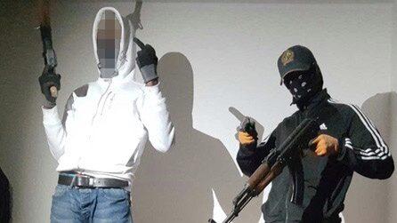 Rappare åtalas för grova vapenbrott