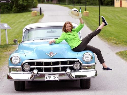 Sin nuvarande man träffade Görel Crona när hon skulle byta däck. Här syns hon med en Cadillac Club Coupe 1952.