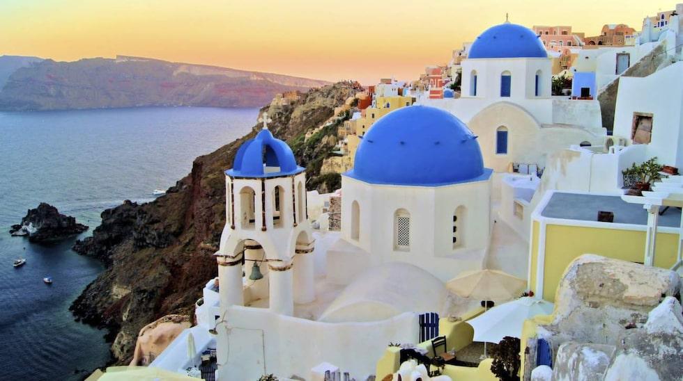 <p>Vulkanön Santorini i Grekland är en riktig svenskfavorit.<br></p>