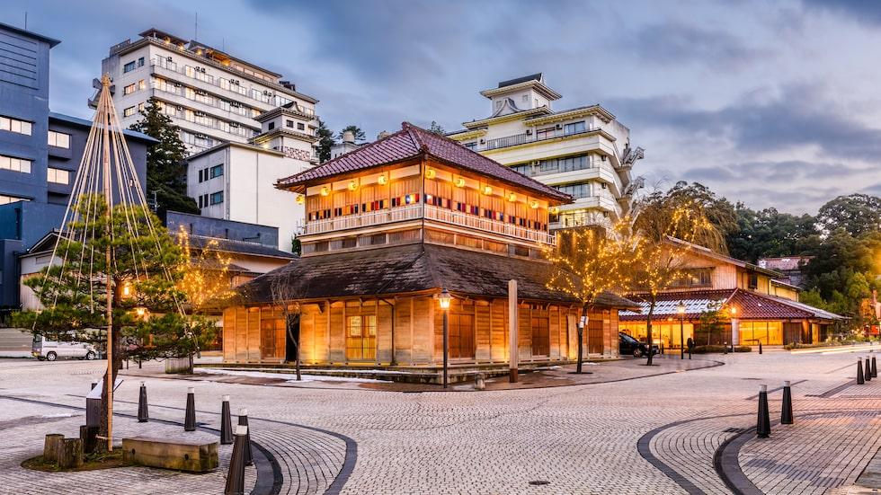 De många japanska badanläggningarna är populära attraktioner även bland turister. Dock har många utländska besökare stött på ett oväntat problem - japanerna ogillar starkt tatueringar vars förekomst är närmast tabu i landet.