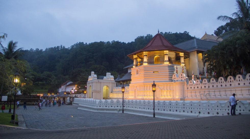 Tandens tempel i Kandy ligger på 500 meters höjd över havet.