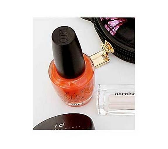 """Snyggast i höst är orange nagellack. """"Atomic orange"""", från OPI, 140 kronor."""