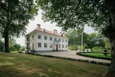 Herrgården Stora Lundby köptes av paret 2016, för 14,4 miljoner kronor.