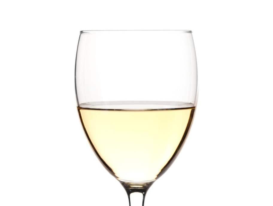 Ett stort glas torrt vitt vin, 0,25 tsk.