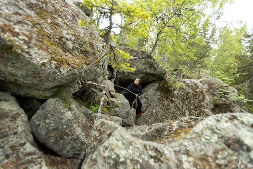 Europas näst längsta urbergsgrottor ligger ute på Hölick och består av ett tiotal salar och kilometerlånga gångar.