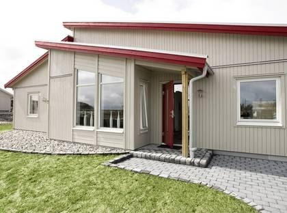 TENOR - Har allt som behövs för familjen. TYP: 1-planshus med sex rum och kök på 134 kvadratmeter.  PRIS: 1 930 000  kronor. 14 403 kronor kvadratmetern. HUSFÖRETAG:  Myresjöhus  www.myresjohus.se