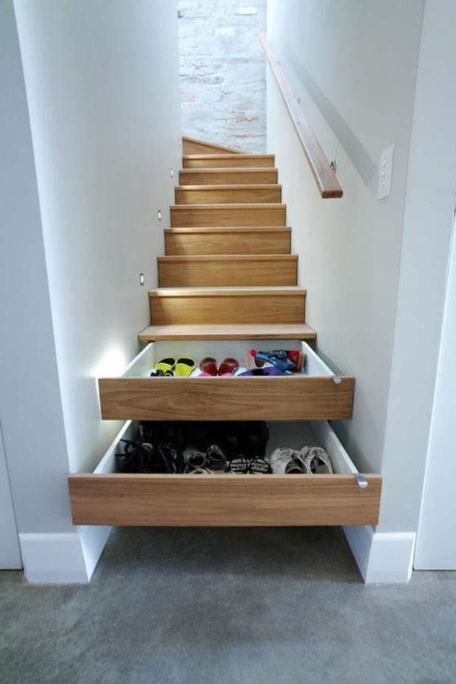 Installera lådor i trappan.