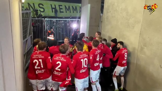 Här firar Degerfors med fansen