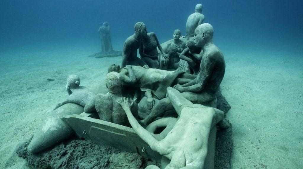 Besökarna förväntas bära dykutrustning eller snorkel.