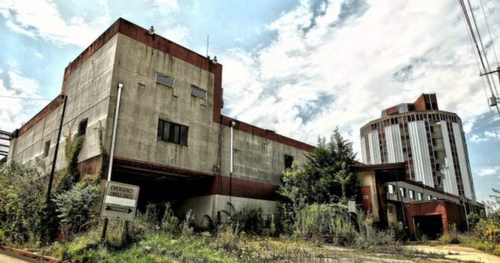 Här är det sjukhuset som ligger utanför Pittsburg i USA. Sjukhuset stängdes 2006 och lämnades helt åt sitt öde.