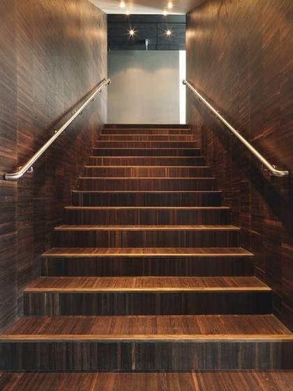 Designfavorit. Rökt ekparkett i modernt mönster är många arkitekters favorit, Designparkett från Almedals golv, 1 195 kr/kvm, ekensgolv.se.