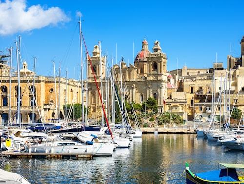 På en halvö mittemot Valletta syns den mindre grannstaden Vittoriosa.