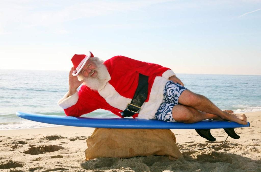 <p>I Australien är det inte ovanligt med surfande tomtar runt jul.</p>