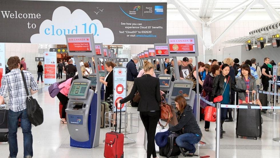 Air Canada-resenärer på Toronto flygplats